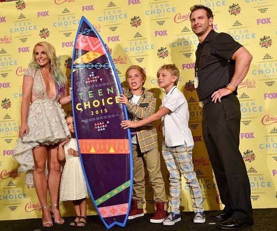 Britney přivedla své syny i bratra s neteří.