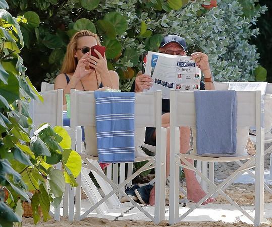 S manželem Rupertem Murdochem zakončí rok v teple.