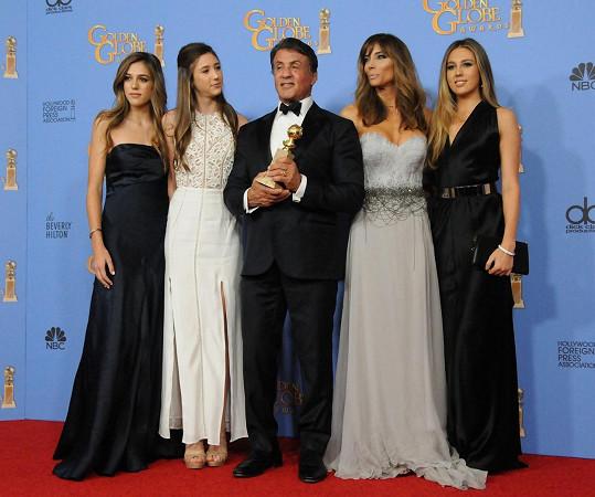 Stallonemu gratulovala manželka s dcerami.