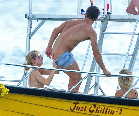 Lottie s Jessicou a Alexem na lodi