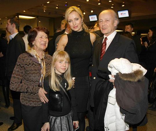 Herečka v roce 2010 se svými rodiči a dcerou Kačenkou