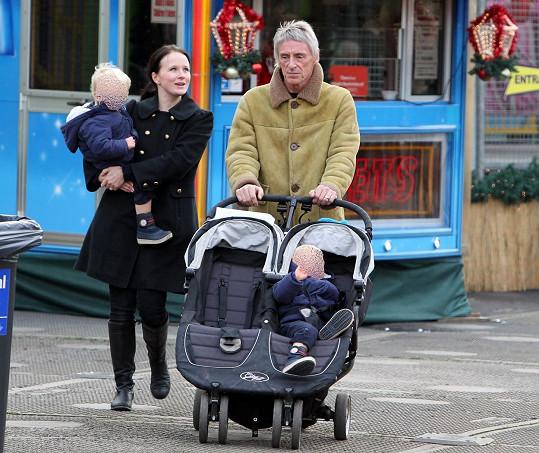 Paul Weller se svými nejmladšími potomky