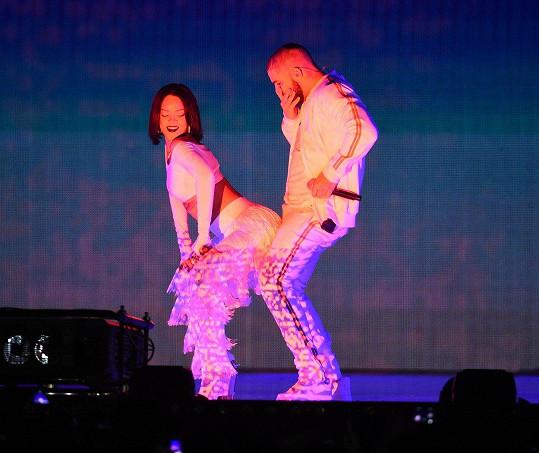 Rihanna a Drake si na Brit Awards 2016 střihli sexy taneček.