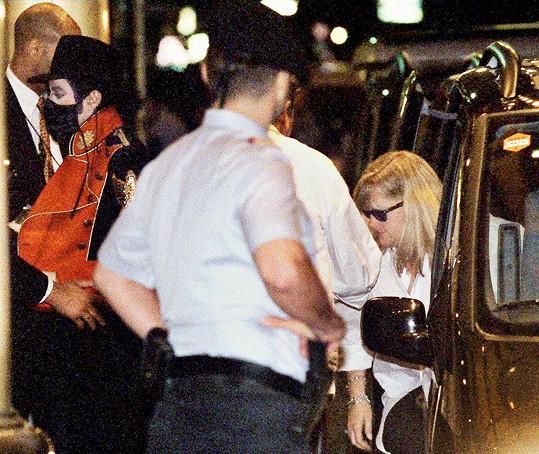 Debbie na jednom z mála archivních záběrů s exmanželem Michaelem Jacksonem z roku 1997.