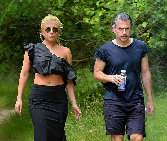 Lady Gaga se sešla se svým přítelem, uměleckým agentem Christianem Carinem.