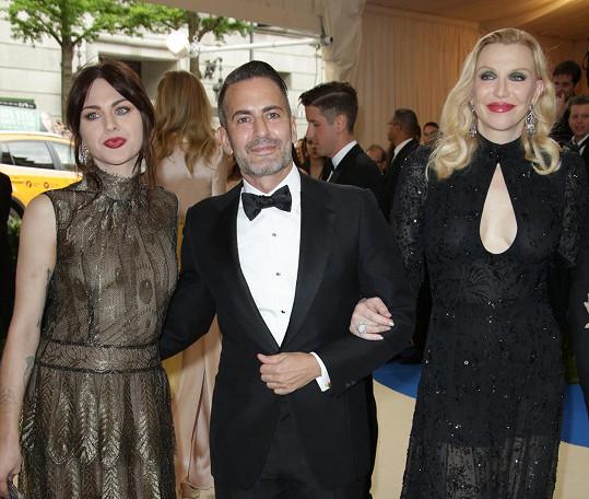 Doprovod jim dělal návrhář Marc Jacobs, pro kterého Frances letos nafotila kampaň.