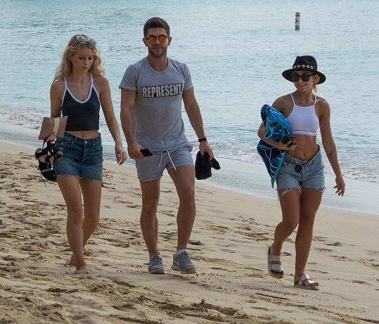 Alex si na Barbados dovezl současnou i bývalou partnerku...