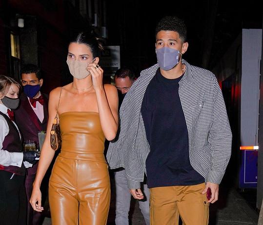Kendall Jenner a Devin Booker randí už rok.