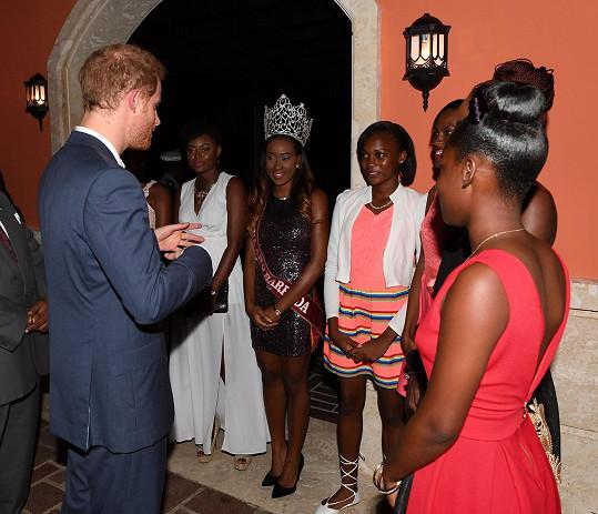 Harry se seznámil s místními misskami.
