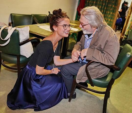 Gratulovala mu i mladá herečka Eva Josefíková.