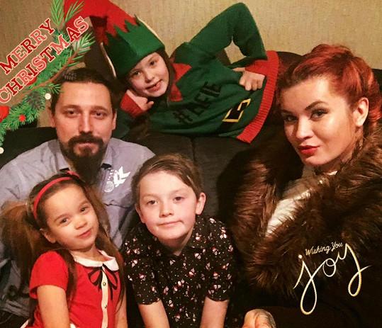 Sabien se svými dětmi a současným partnerem Petem