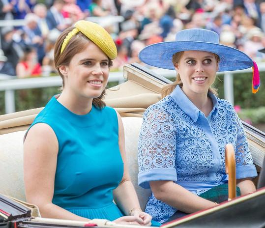 Se sestrou, princeznou Beatrice, která se vdala letos v červenci.