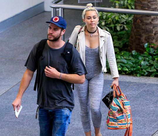 I útlé postavičce Miley Cyrus občas něco nesluší...