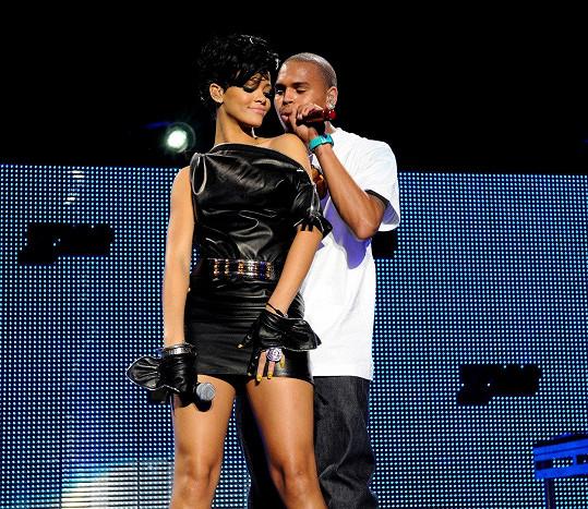 Žhavých snímků si všiml i zpěvaččin bývalý, Chris Brown.