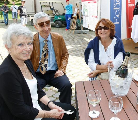 Na akci herečka poseděla také s Janou Štěpánkovou a jejím synem.