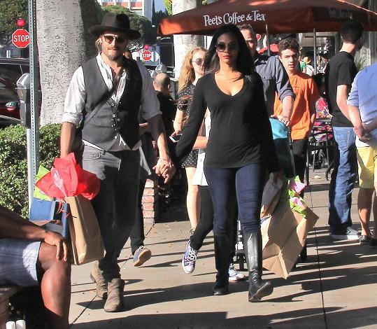 Zoe s manželem na nákupech v Los Angeles