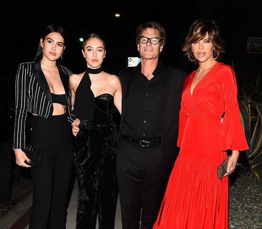 Celá slavná rodinka pohromadě, rodiče Lisa Rinna a Harry Hamlin jsou herci, dcery Amelia a starší Delilah modelky.