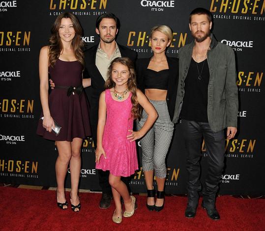 Chad (zcela vpravo) nahradil Nicky (druhá zprava) Sarah (zcela vlevo), s níž se oženil.