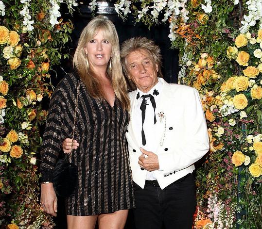 Návštěvníkem byl i Rod Stewart. Na snímku s manželkou Penny Lancaster