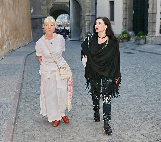 Karla Chadimová (vlevo) se přišla podívat na svého manžela Jana Třísku.