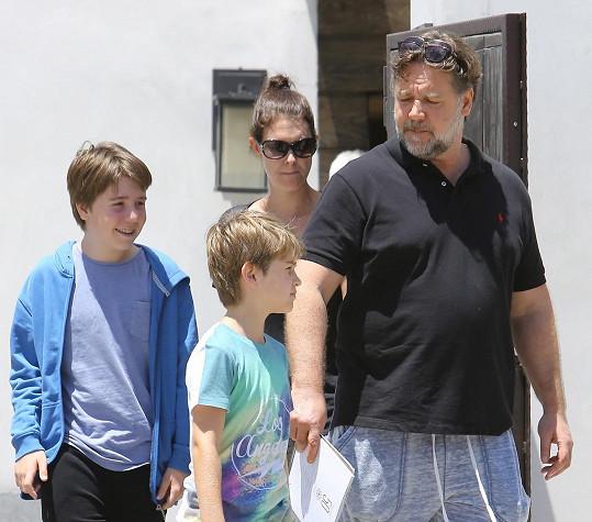 Russell Crowe narostl do těchto rozměrů.