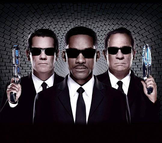 Brolin (vlevo) s Willem Smithem a Tommym Lee Jonesem v Mužích v černém 3