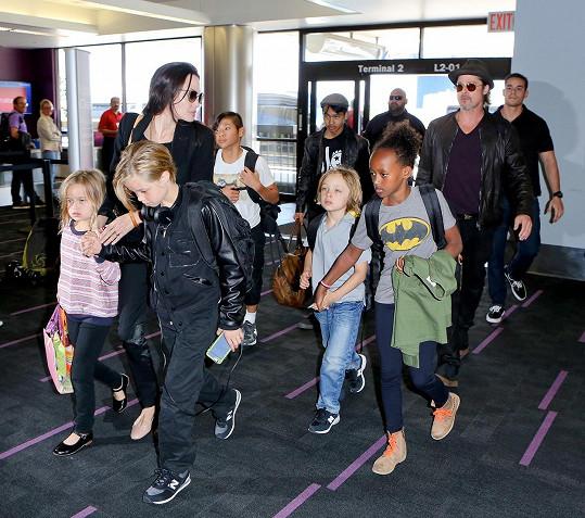 Angelina s Bradem a jejich dětmi