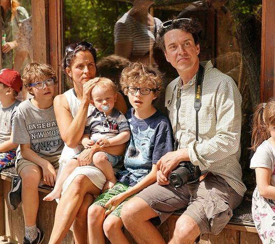 Václav Rašilov se svou početnou rodinou nesměl na křtu chybět.