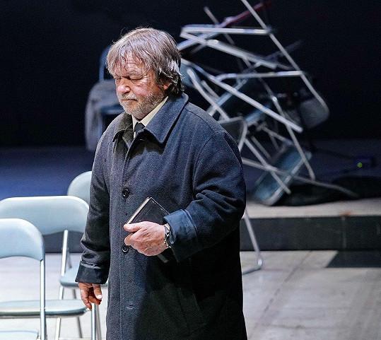 Roman Skamene se po letech vrátil k divadlu. Získal roli v nové divadelní hře Prolomit vlny.