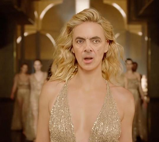 Rowan Atkinson zabodoval v těle Charlize Theron.