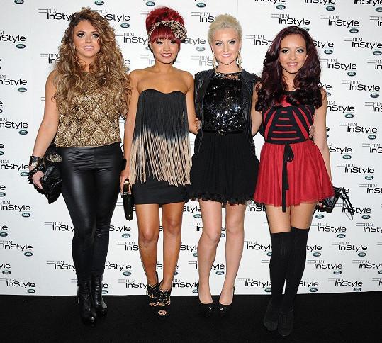 Jesy Nelson (vlevo) s kolehyněmi z kapely Little Mix v roce 2011