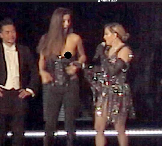 Madonna fanynce pochlebovala a zřejmě chtěla vidět ještě víc...