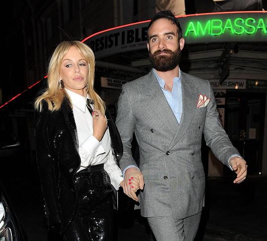 Kylie Minogue se rozešla se snoubencem Joshuou Sassem.