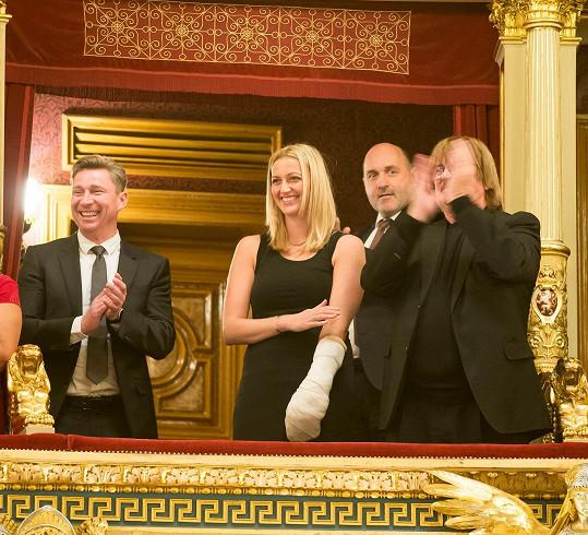 Petra Kvitová na představení Sluha dvou pánů. V lóži seděla mimo jiné s Karlem Vágnerem (vpravo).