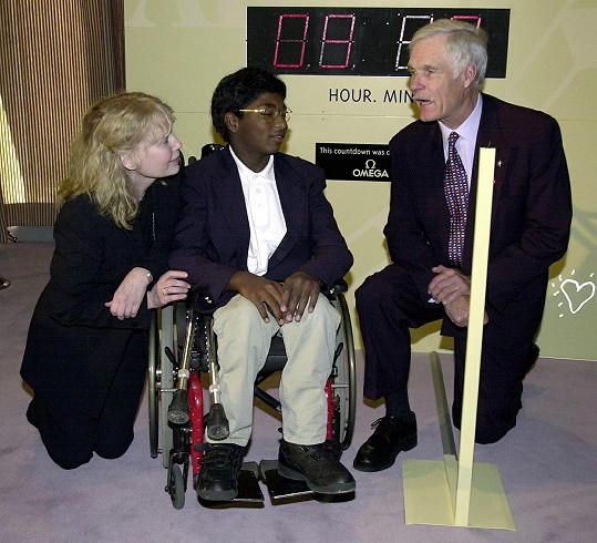Mia Farrow se synem Thaddeusem a Tedem Turnerem na konferenci OSN