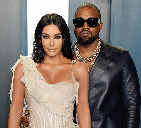 Kim manželovu kampaň zatím nepodpořila.