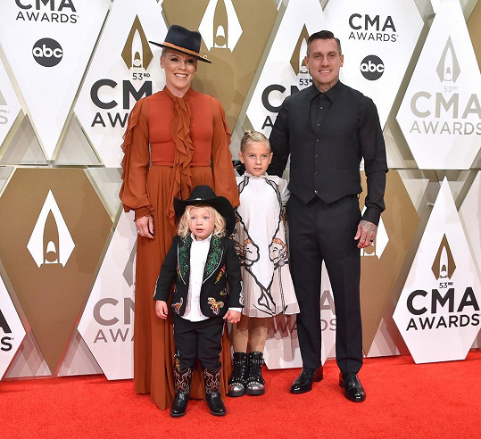 S manželem Careym Hartem a dětmi Willow a Jamesonem.