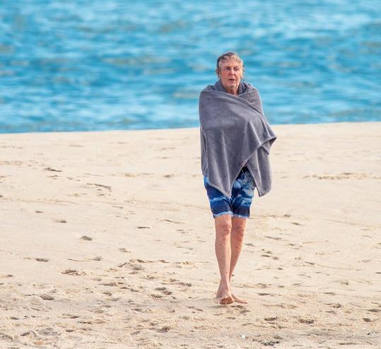 Ale moře nejspíš moc teplé nebylo.