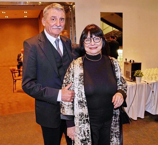 I po padesáti letech tvoří Martin Huba s manželkou Dagmar spokojený pár.