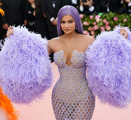 Kylie na akci Met Gala, outfit byl inspirací pro halloweenský kostým její dcerky Stormi.