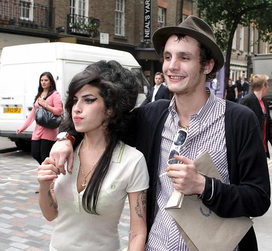 Amy léta na střídačku randila s Blakem Fielderem-Civilem.