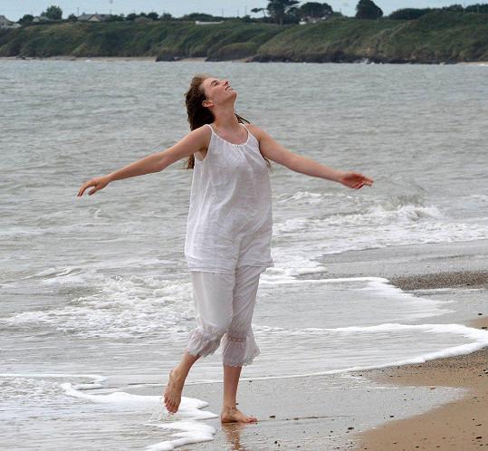 Maya v Irsku natáčí televizní sérii Malé ženy.