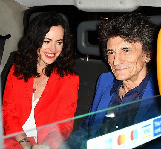 Ronnie dorazil na oslavu syna v doprovodu manželky Sally.