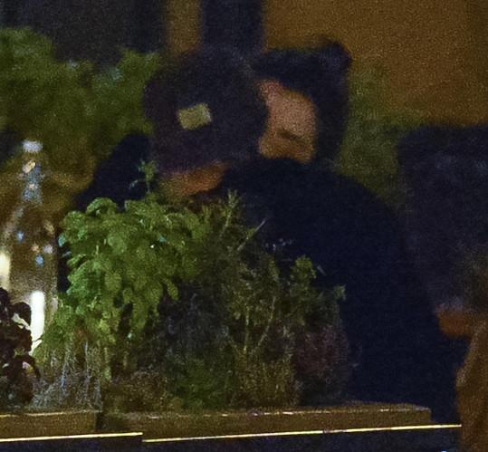 Kristen Stewart a St. Vincent poprvé vyfoceny na rande při polibku.