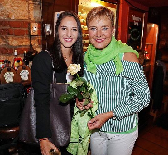 Marie Retková s nevlastní vnučkou