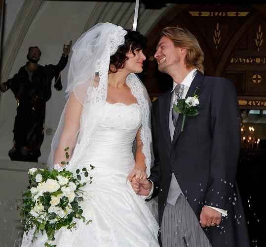 Jitka Čvančarová a Petr Čadek měli krásnou svatbu.