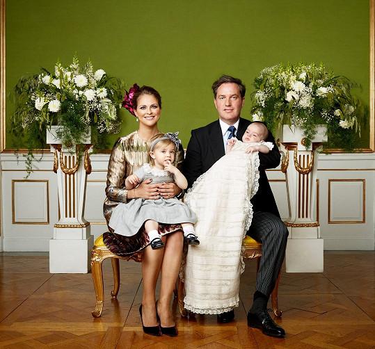 Nicolas s rodiči a sestřičkou.