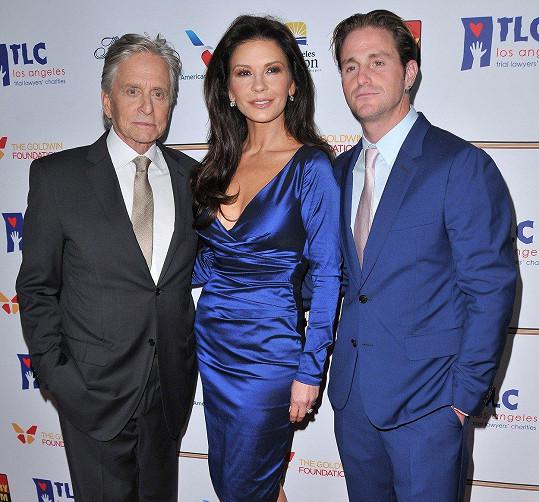 Catherine Zeta-Jones s manželem Michaelem Douglasem a jeho synem Cameronem