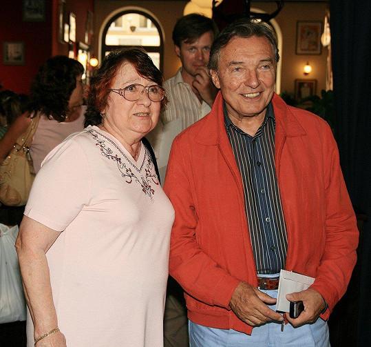 Karel Gott a Antonie Zacpalová na snímku z roku 2007. S bývalou tanečnicí má dceru Dominiku.