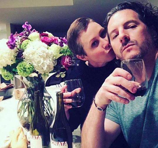 Manžel Kurt Iswarienko je herečce největší oporou.